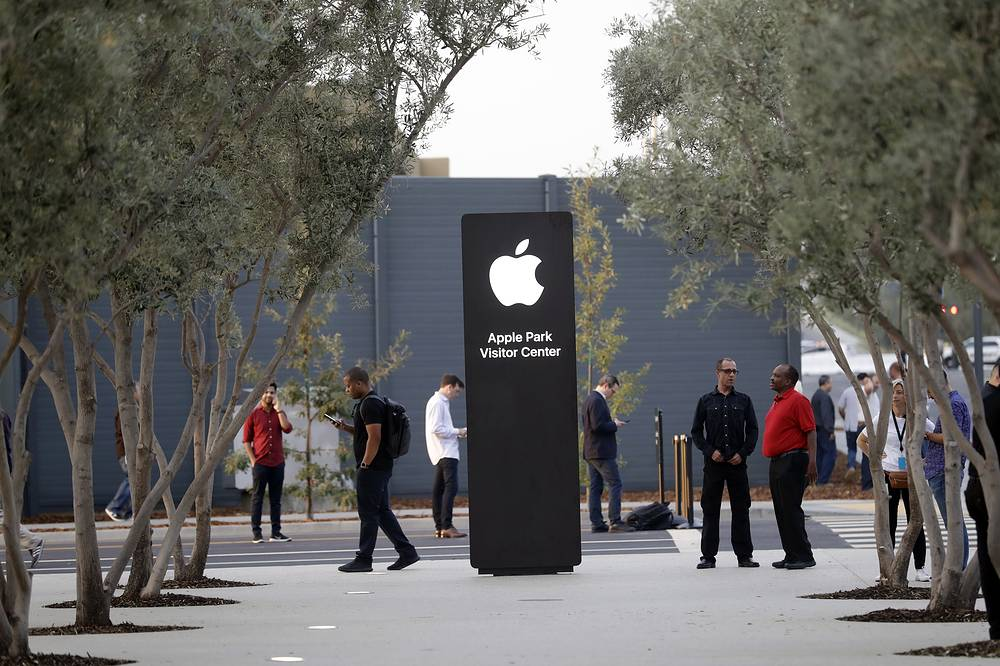 An exterior view of Apple's new visitor center in Cupertino