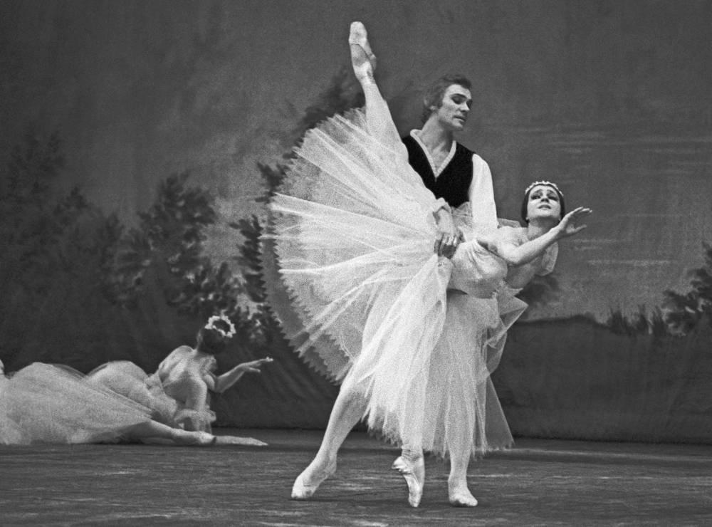 "Ekaterina Maximova (1939-2009] was a Soviet and Russian ballerina of international renown. Photo: Bolshoi Theatre ballet dancers Yekaterina Maksimova and Valery Vasiliev performing in ""Chopiniana"""