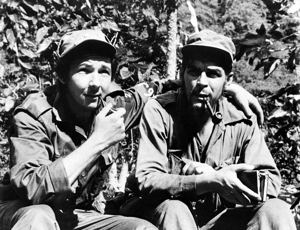 "Fidel Castro called Che Guevara an ""artist of revolutionary warfare"". Photo: Raul Castro and Ernesto Che Guevara in their Sierra de Cristal mountain stronghold south of Havana, Cuba, 1958"