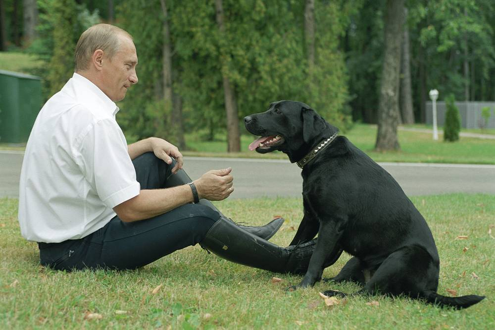 Russian President Vladimir Putin plays with his pet Koni the Labrador in Novo-Ogaryovo, 2003
