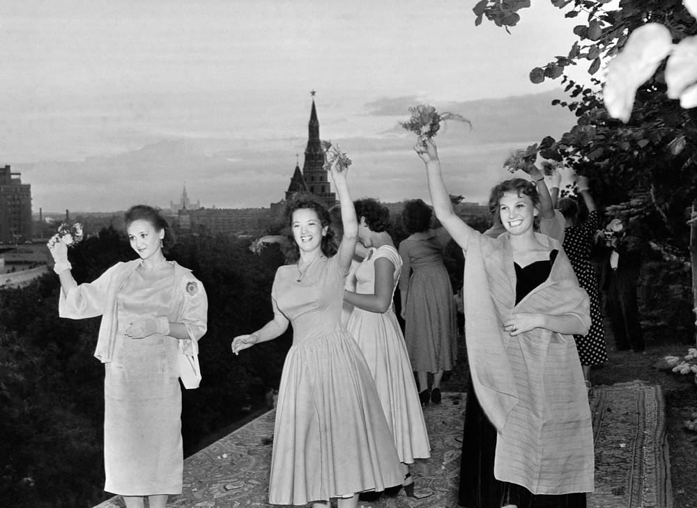 Muscovites greeting the guests of the 6th World Festival of Youth and Students, 1957