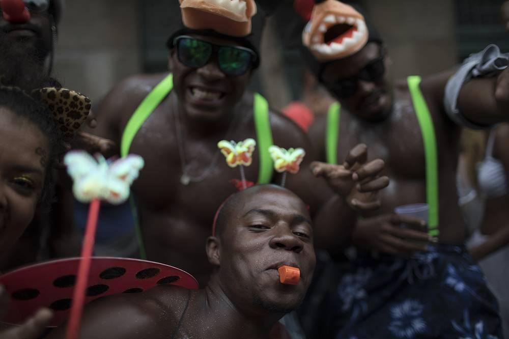 """""""Escravos da Maua"""" block party, as part of pre-Carnival celebrations in Rio de Janeiro"""