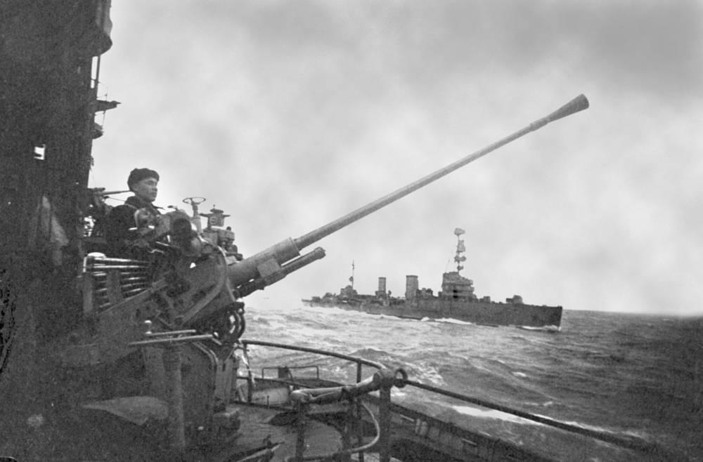 Krasnyi Krym (Red Crimea) and Krasnyi Kavkaz (Red Caucasus) light cruisers going to support Soviet landing troops in Novorossiysk, 1943