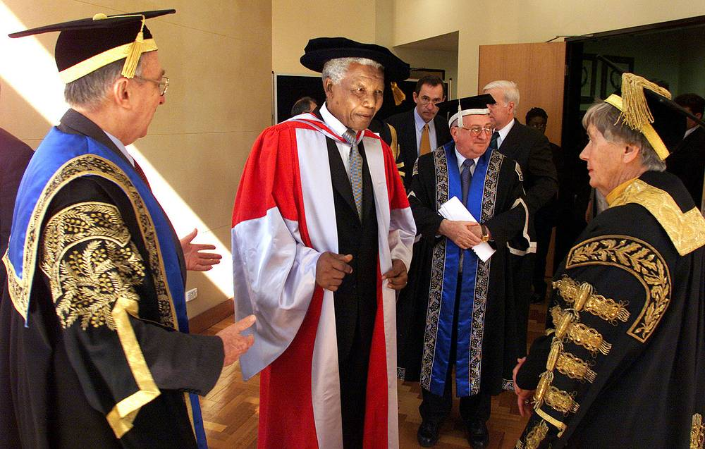 Nelson Mandela chats with Prof. Dame Leonie Kramer, vice chancellor of the University of Sydney, and Sir Gerard Brennan, chancellor of the University of Technology, after the former South African leader received two honorary doctorates at Sydney University Iin Sydney, 2000