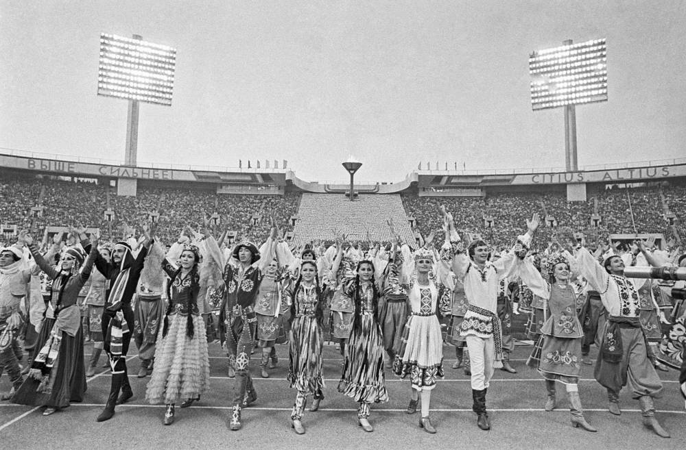 """""""Friendship between peoples"""" dance performance at Lenin stadium in Moscow, July 18, 1980"""