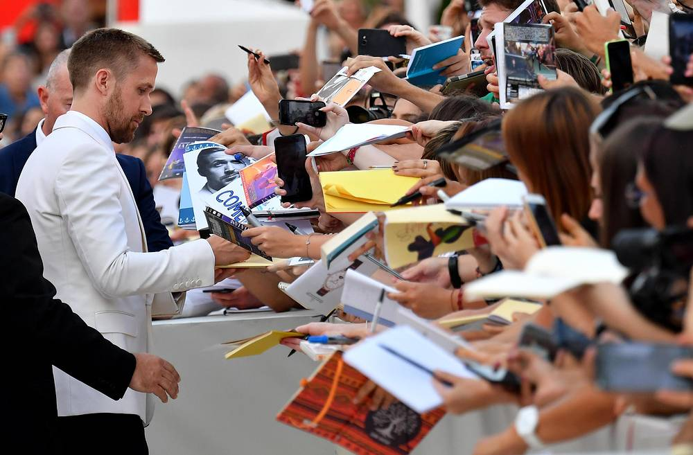 Ryan Gosling signs autographs at the 75th annual Venice International Film Festival