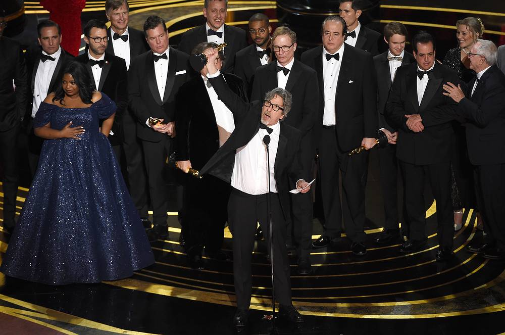 "Peter Farrelly and the cast and crew of ""Green Book"" accept the award for best picture at the 91st Academy Awards"