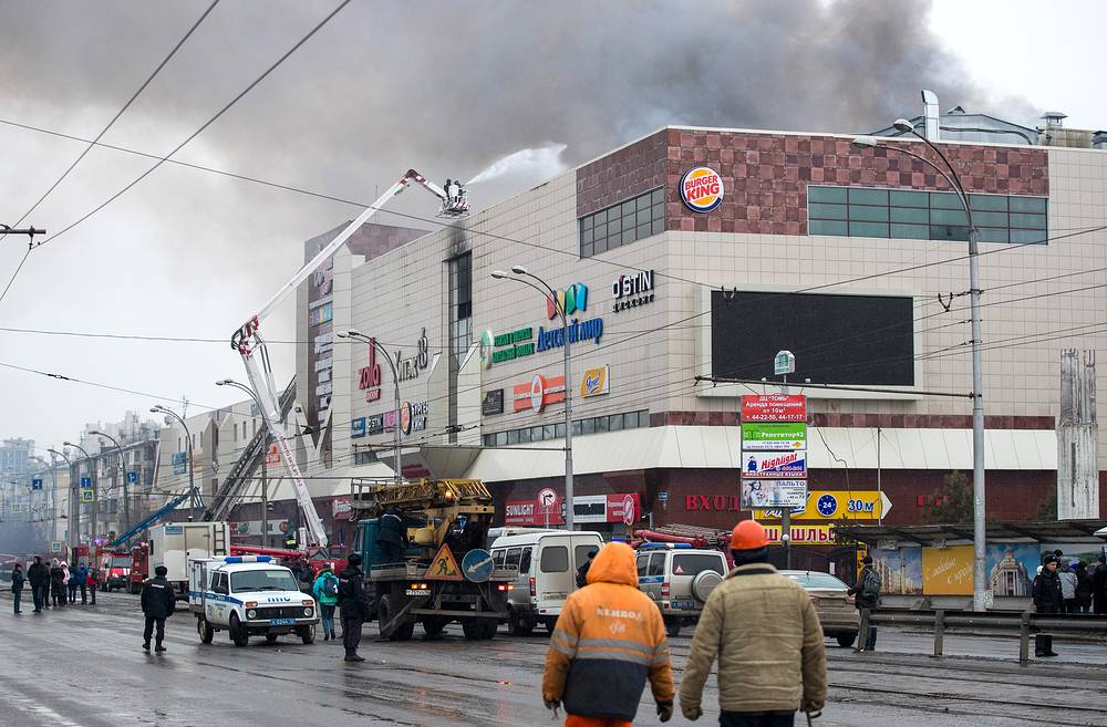 A fire broke out on the top floor of the Zimnyaya Vishnya (or Winter Cherry), a four-story shopping mall in the Siberian city of Kemerovo on March 25, 2018