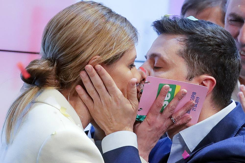 Ukrainian presidential candidate Vladimir Zelensky and his wife Elena Zelenskaya kiss each other after the second round of presidential elections in Kiev, April 21. Vladimir Zelensky won a landslide victory in the Ukrainian presidential election runoff by a 73.33% vote majority