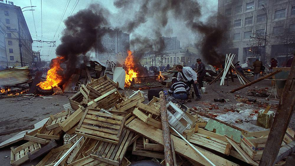 Barricades on Sadovoye Ring. Photo ITAR-TASS/ Igor Zotin