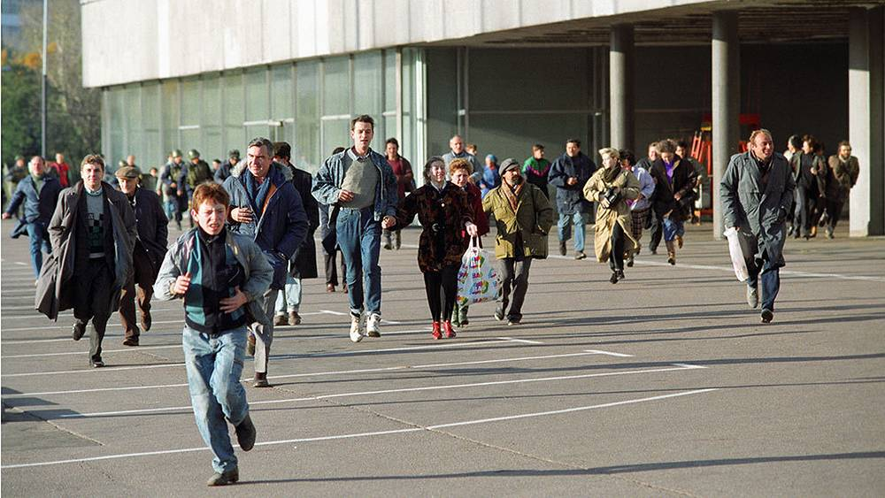 Participants of the October events run away from a firefight. Photo ITAR-TASS/ Gennadiy Khamelyanin