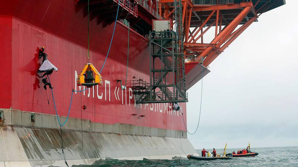Greenpeace attempting to bard the Prirazlomnaya oil platform. Pechora Sea, 2012