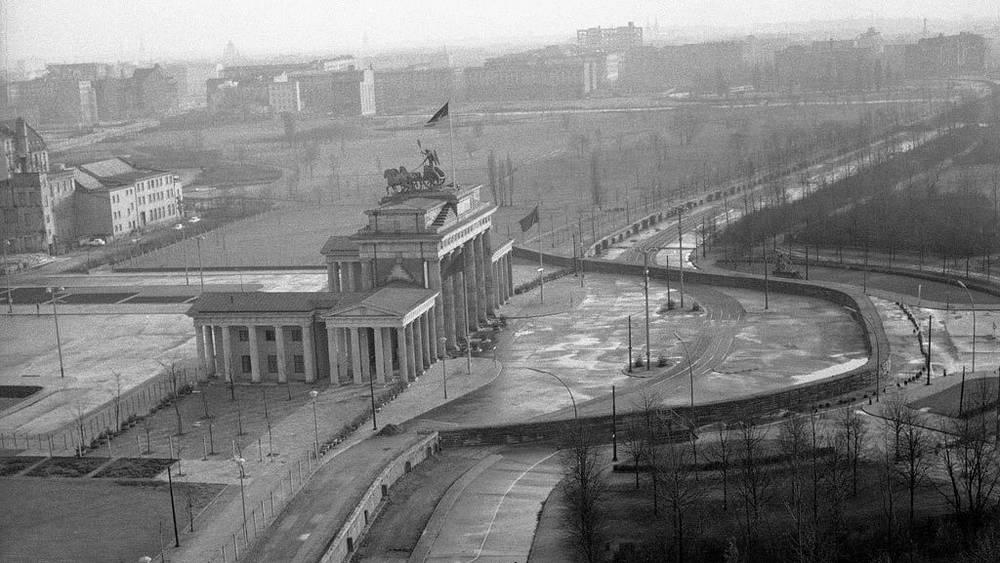 Берлинская стена, 19 ноября  1961. Фото AP Photo/Worth