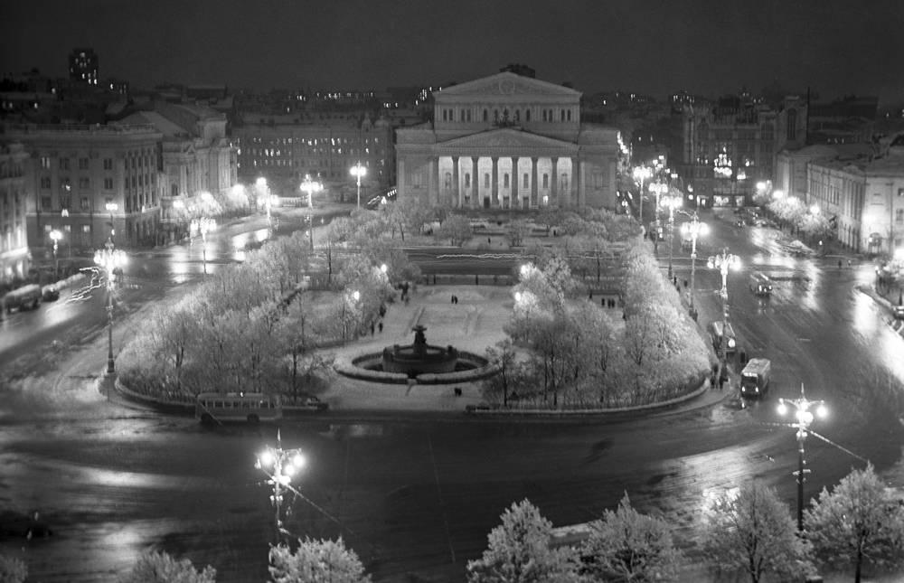 Освещение у Большого театра, 1961 г.