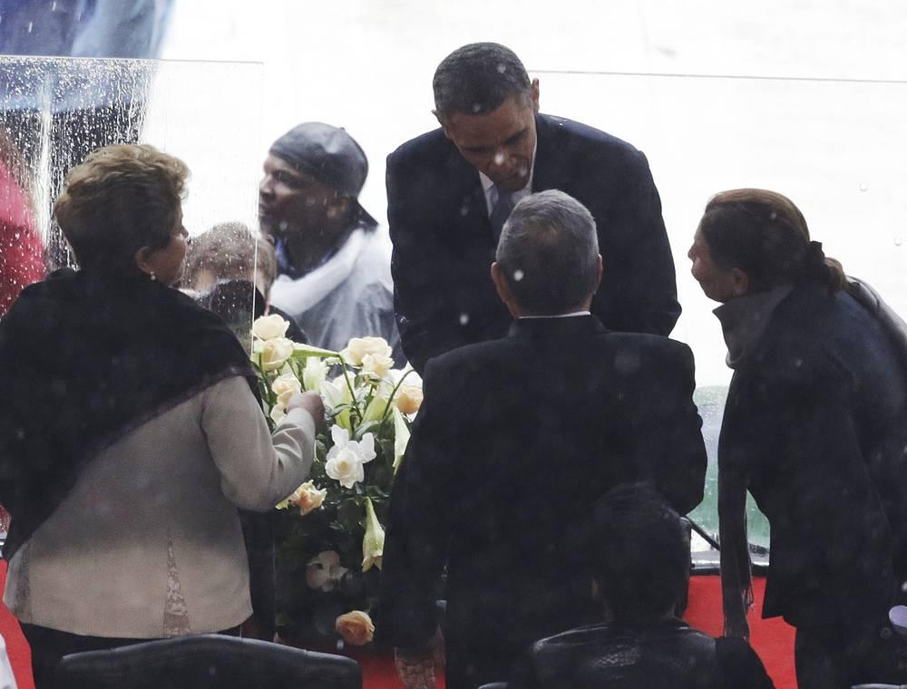 Президент США Барак Обама и президент Бразилии Дилма Роусефф (слева)