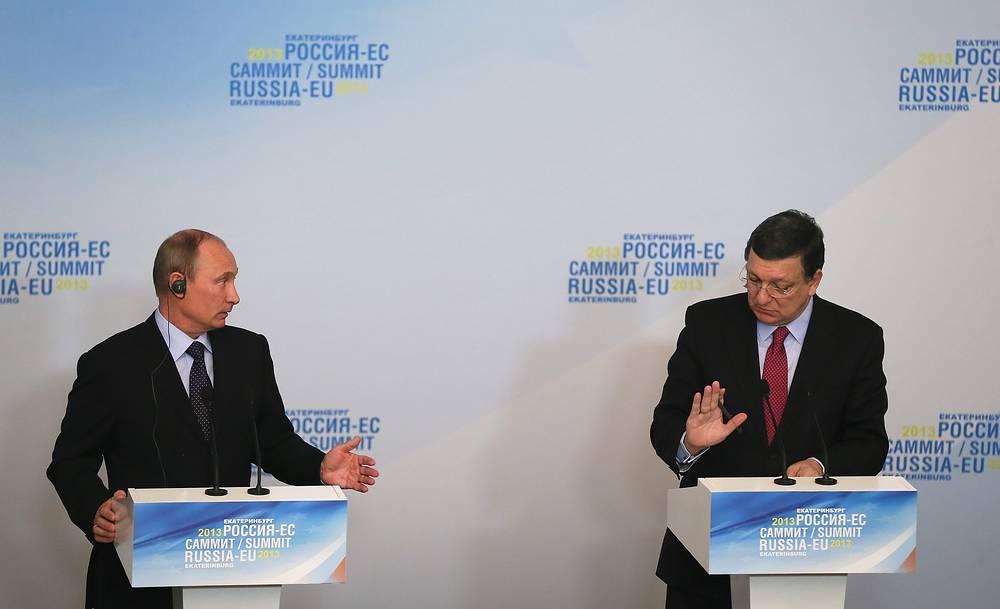 Владимир Путин и Председатель Европейской комиссии Жозе Мануэл Баррозу (слева направо) на 31-м саммите Россия - ЕС в Екатеринбурге. 4 июня 2013 г.