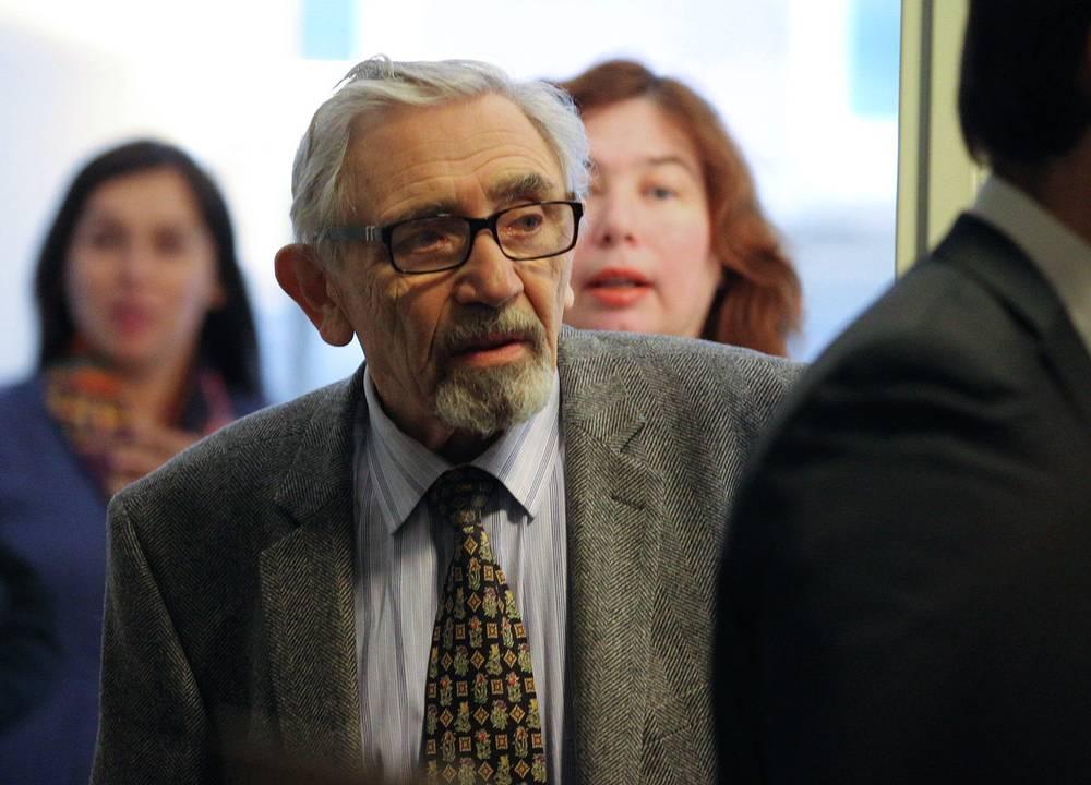 Отец Михаила Ходорковского Борис перед началом пресс-конференции в Музее Берлинской стены