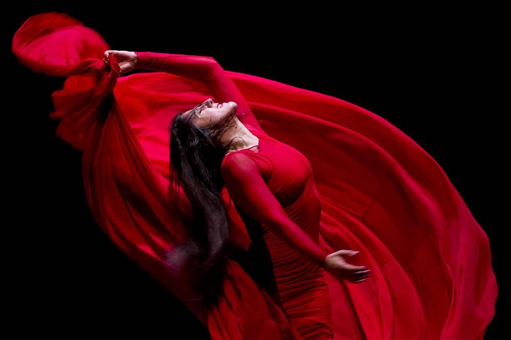 Испанская танцовщица Мария Пахес во время спектакля «Утопия» на сцене Театра им. Моссовета. 8 июля 2013 года