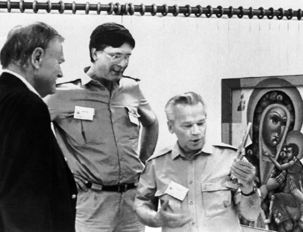 1992 г. США. Прескотт. Михаил Калашников во время посещения военного завода фирмы Sturm Ruger & Co.