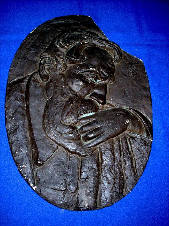 """Барельеф """"Портрет Огюста Родена"""". Скульпотор Георгий Валенков. Тонированный гипс. 1926 год"""