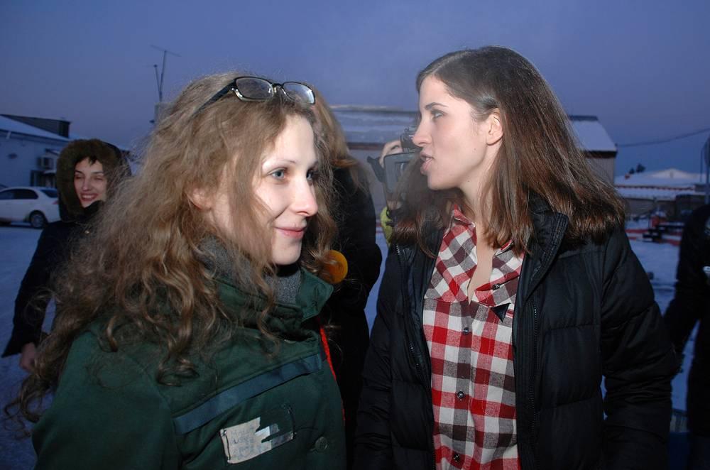 Участницы группы Pussy Riot Мария Алехина и Надежда Толоконникова попали под амнистию