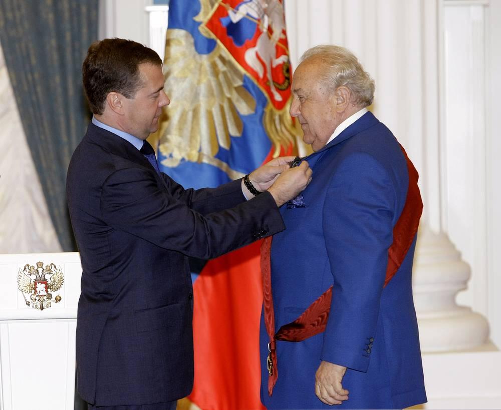 Президент России Дмитрий Медведев и президент академии художеств РФ Зураб Церетели, 2010