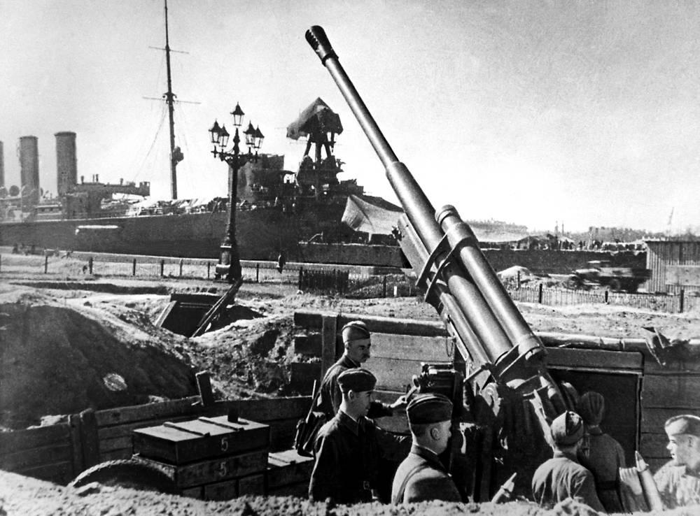 Зенитчики на охране ленинградского неба. 1942 г.