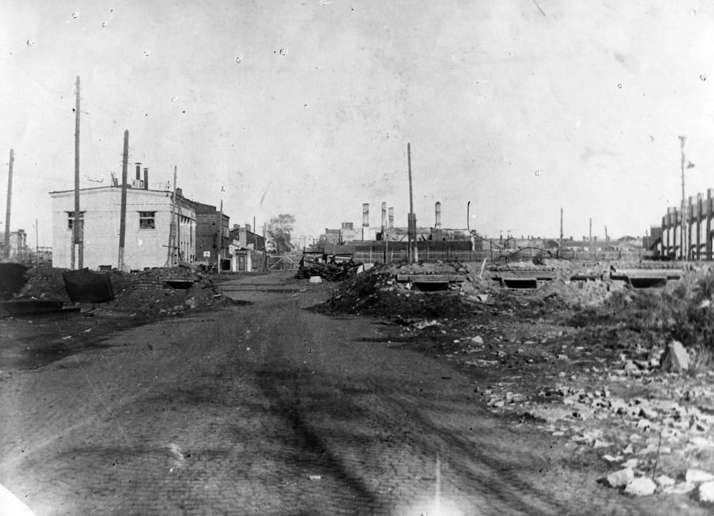 Проходная Кировского завода со стороны  ул. Калинина. 1942 г.