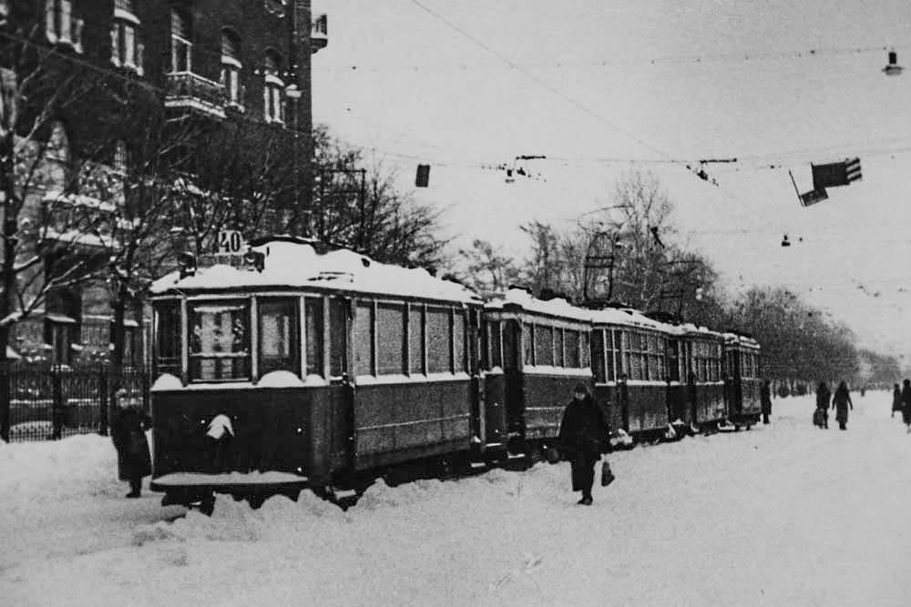 Остановка городского транспорта в блокадном Ленинграде. Зима 1941-1942 г.