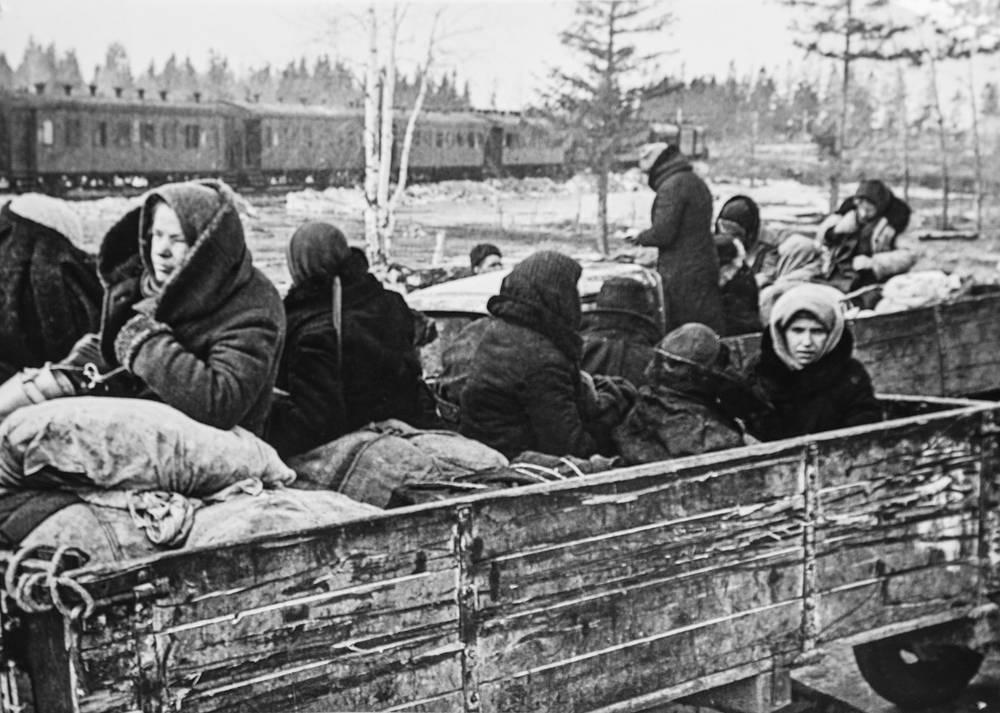 Отправка в эвакуацию жителей блокадного Ленинграда