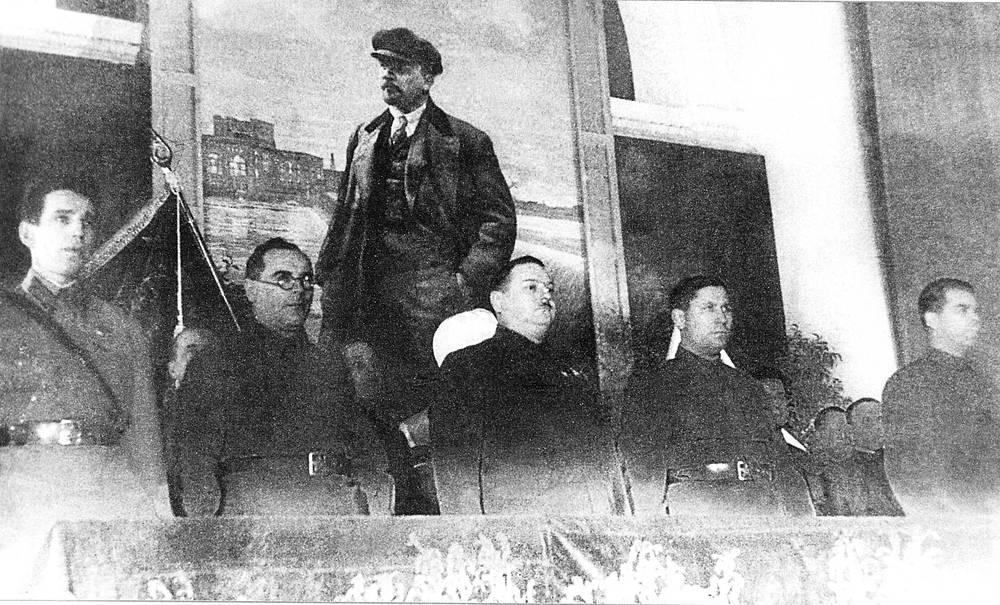 Торжественное заседание в Актовом зале. В президиуме- А.А.Кузнецов,Г.Ч.Бумагин,А.А.Жданов,А.И.Маханов,П.С.Попков, 6 ноября 1942 года