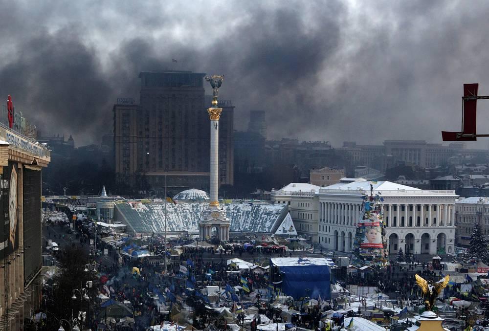 Участники уличных акций протеста оппозиции в центре Киева