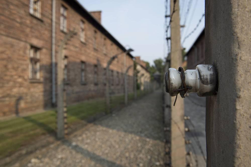 На территории музея, созданного на месте немецкого концентрационного лагеря Аушвиц