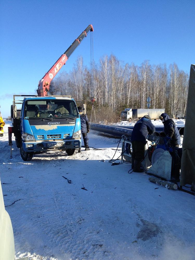 На аварийном водоводе работают 20 человек, задействовано четыре единицы техники