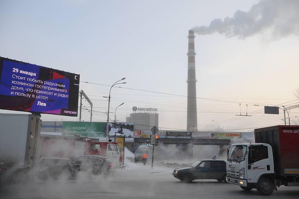 На месте коммунальной аварии на перекрестке Малышева-Восточная в Екатеринбурге