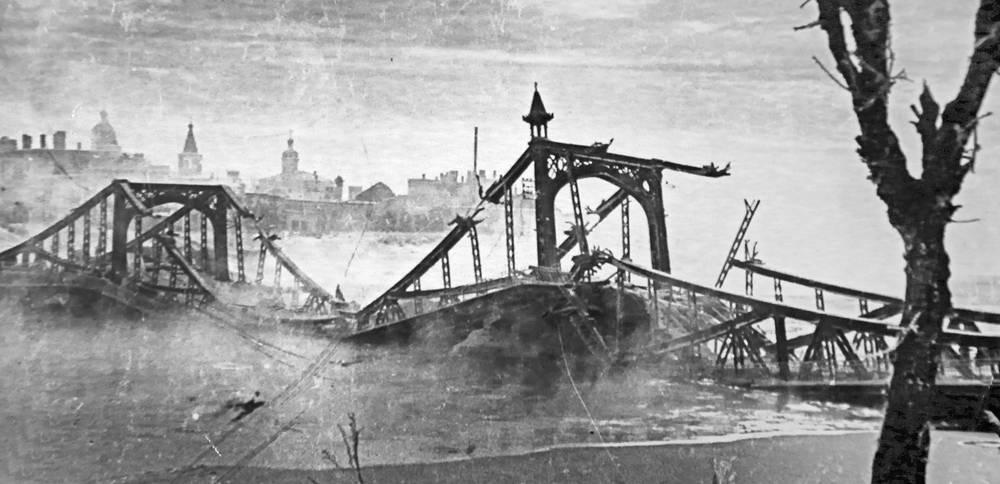 Взорванный мост через реку Волхов. Новгород, 1944 год