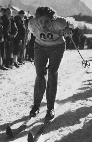 Любовь Баранова (Козырева) на Олимпиаде Кортина д Ампеццо. 1956 г.Первая в истории СССР золотая медаль зимних Олимпийских Игр.