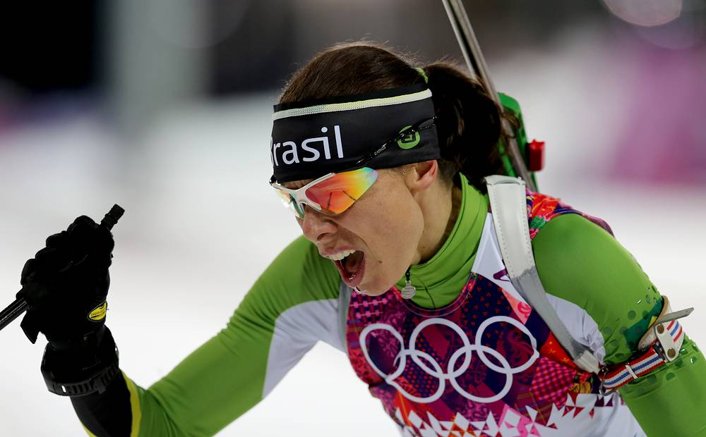 Бразильская биатлонистка Жаклин Моурао во время спринтерской гонки на 7,5 км