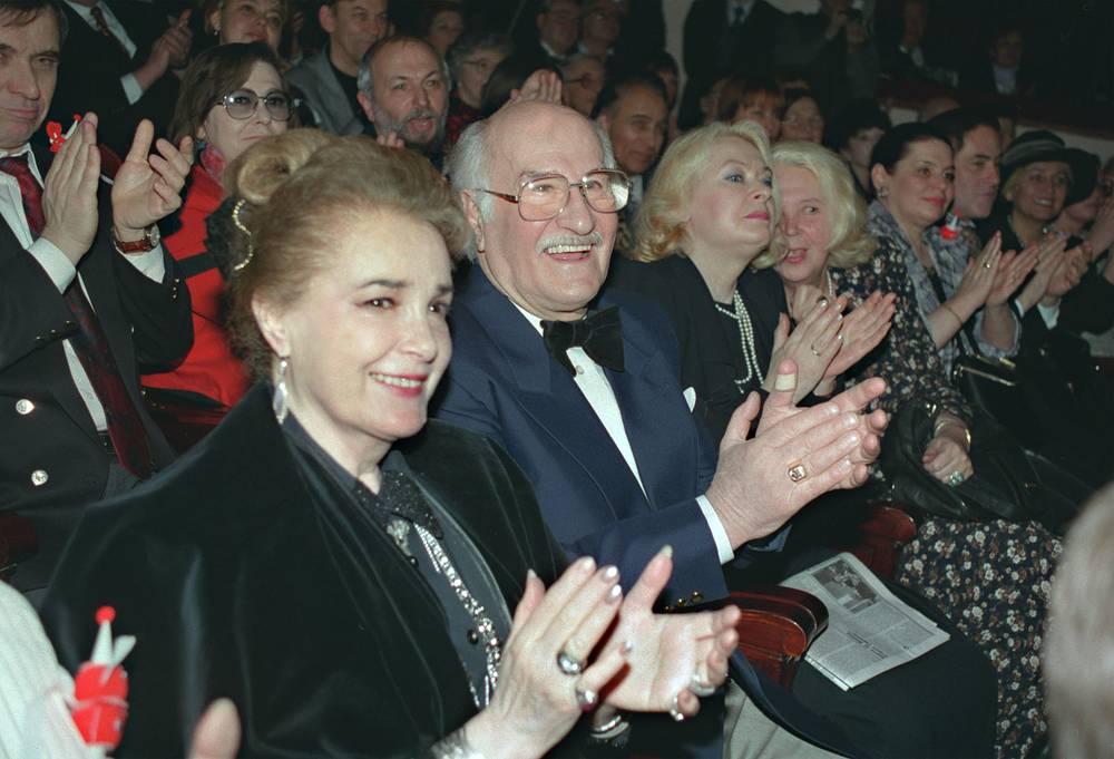 Элина Быстрицкая и Владимир Зельдин в зрительном зале театра имени Евгения Вахтангова, 1997 год