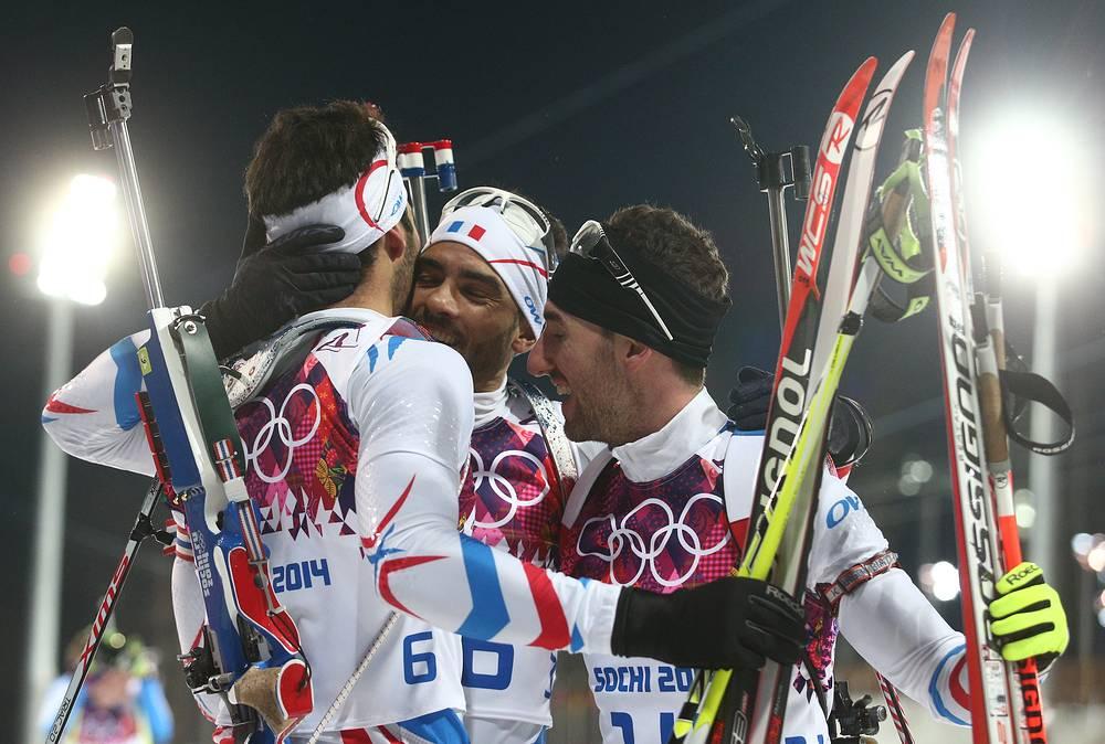 Французские спортсмены Мартен Фуркад, завоевавший золото, Симон Фуркад и Жан-Гийом Беатрикс (слева направо), завоевавший бронзу