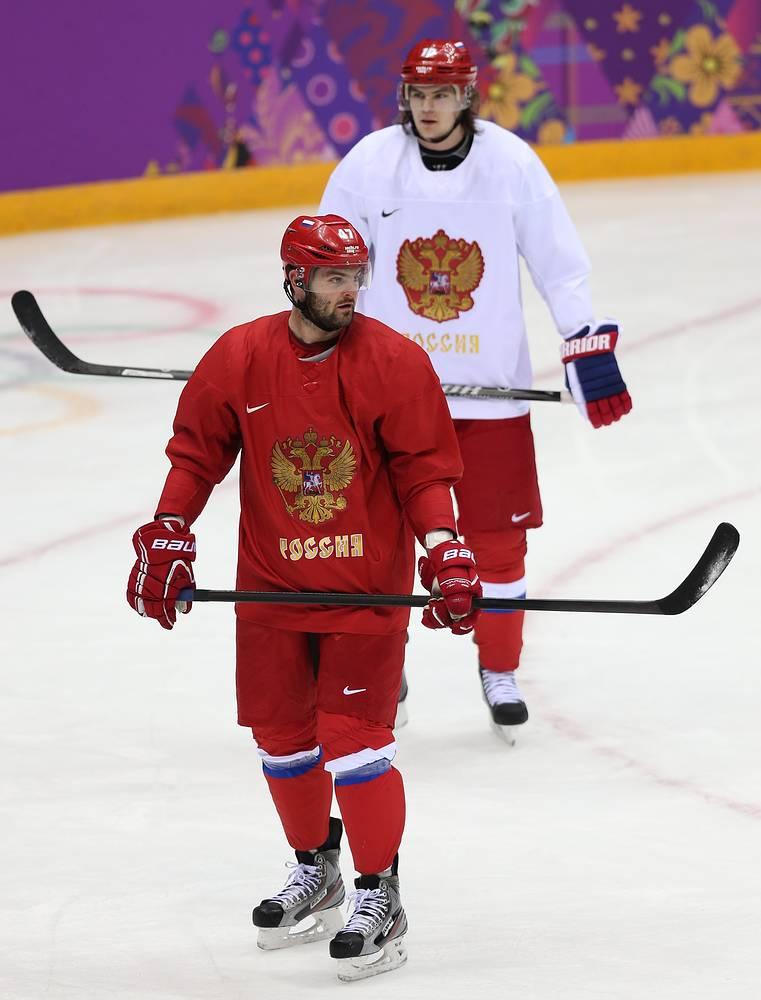 Нападающие Александр Радулов и Виктор Тихонов