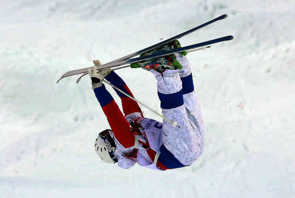 Российский фристайлист Александр Смышляев во время квалификации соревнований по могулу