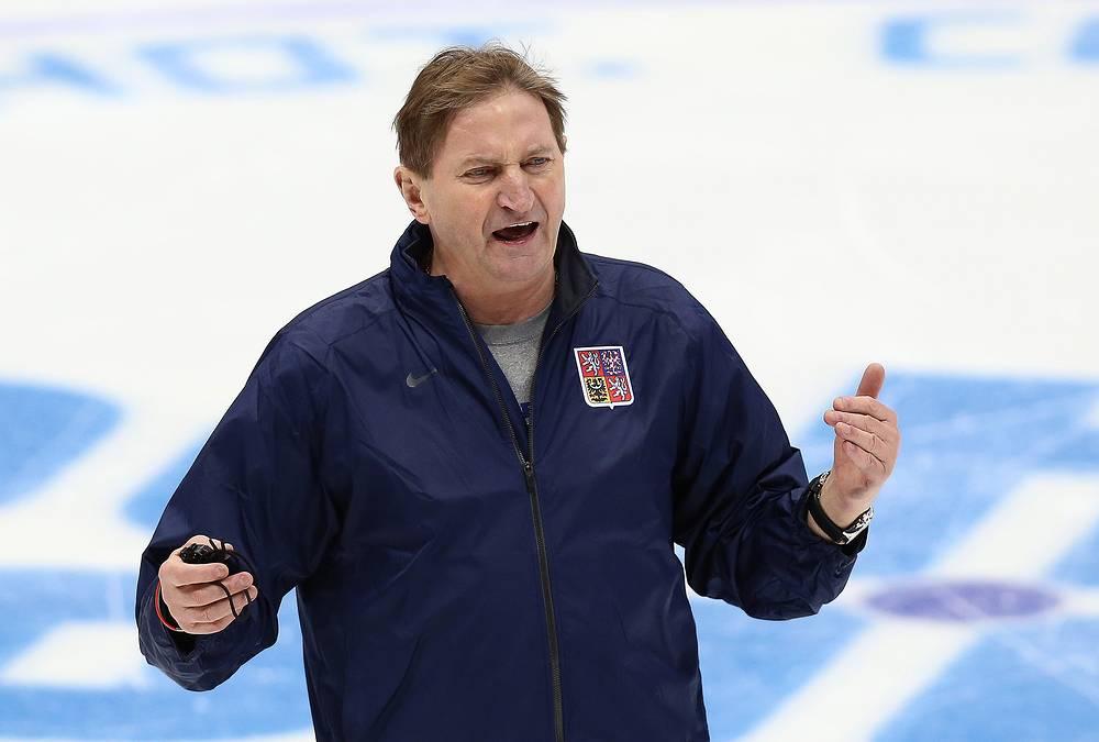 Главный тренер хоккейной сборной Чехии Алоиз Гадамчик на тренировке