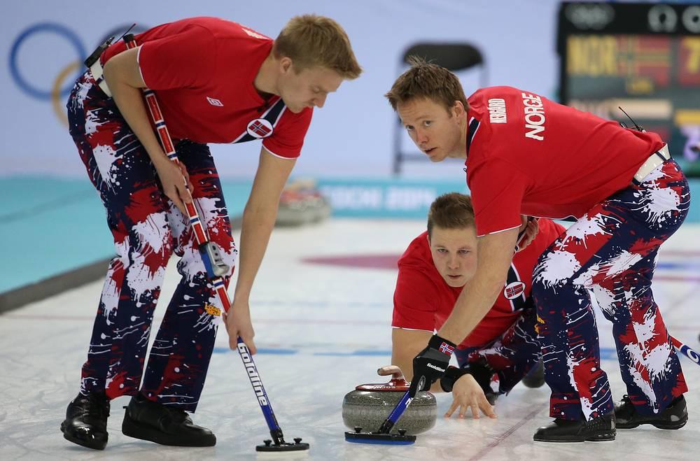 Игроки сборной Норвегии в матче кругового турнира между мужскими сборными Норвегии и России