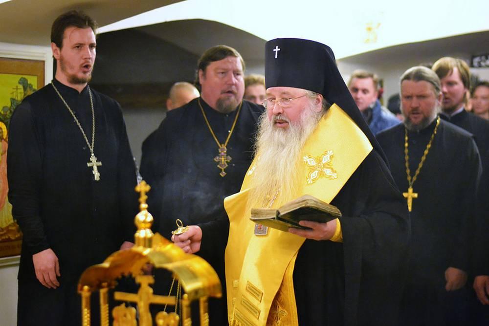 Архиепископ Южно-Сахалинский и Курильский Тихон во время службы
