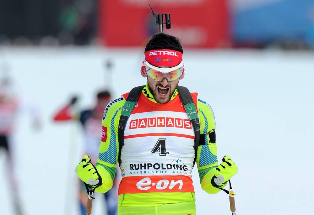 Словенский биатлонист Яков Фак (26) до 2010 года выступал за сборную Хорватии. На Олимпийских играх в Ванкувере являлся знаменосцем хорватской сборной.  На Олимпиаде в Сочи спортсмен выступает за сборную Словении