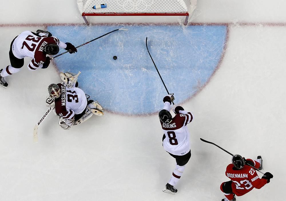 Сборная Швейцарии по хоккею победила команду Латвии в матче первого тура группового этапа олимпийского турнира