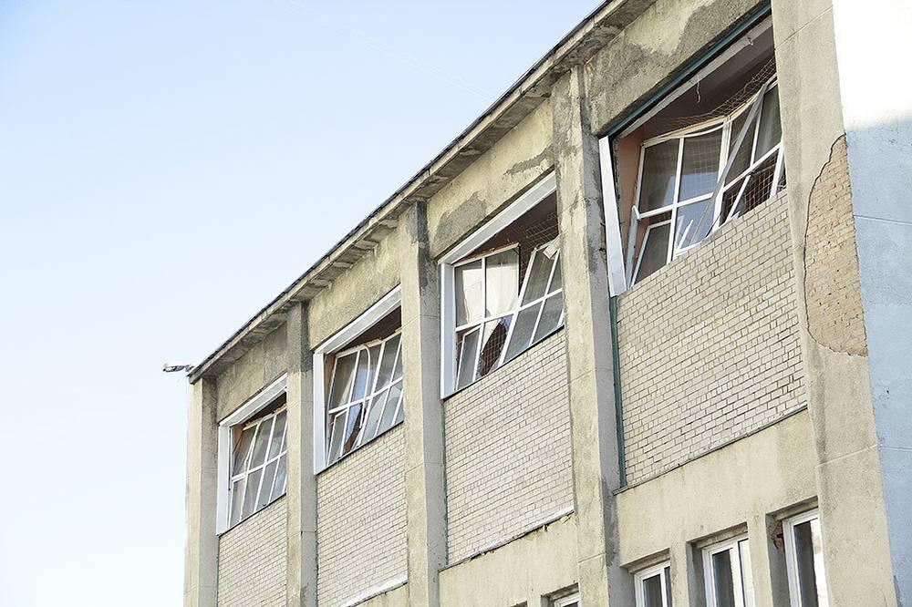 Челябинская область. Окна одного из городских домов, выбитые взрывной волной, вызванной падением метеорита