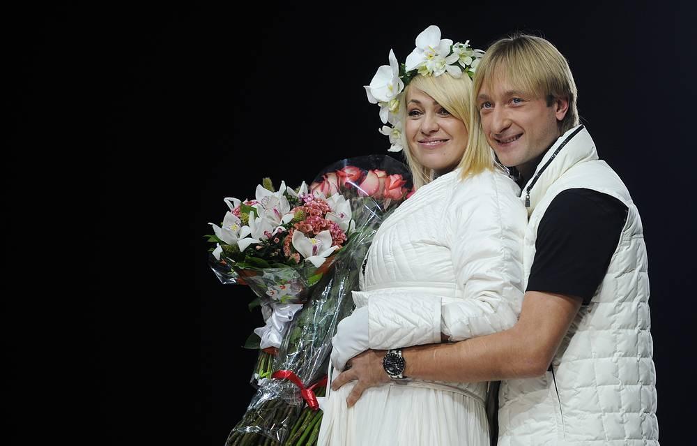 """Сразу после победы на """"Евровидении"""" фигурист предложил продюсеру Димы Билана Яне Рудковской выйти за него замуж, и 12 сентября 2009 года они зарегистрировали брак."""