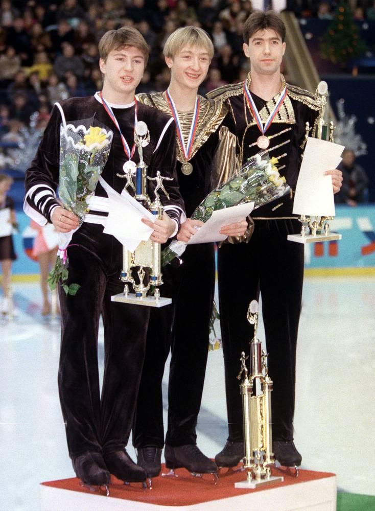 В 1999 году Плющенко занял 1 место в одиночном катании на первенстве России по фигурному катанию